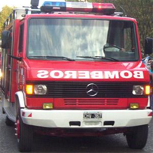 Un incendio destruye parte de una maderera en San Fernando