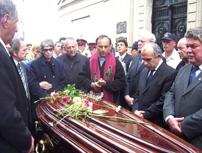 Miles de vecinos le dieron el último adiós a Ricardo Ubieto