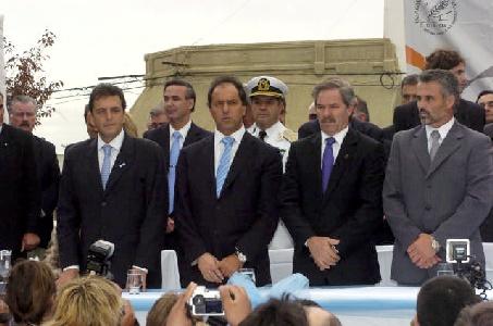 El vicepresidente Daniel Scioli, el gobernador Felipe Solá, el senador Miguel Angel Picheto el director del Anses Sergio Massa, junto al intendente Ricardo Curetti participaron de los festejos del 180 aniversario del del Combate de Patagones.