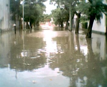 to Archivo: Calle Sarmiento a metros de Cazón en pleno centro de Tigre.