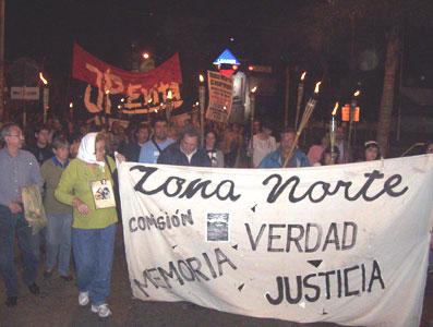 Marcha de antorchas en Tigre frente a ex astilleros Astarsa