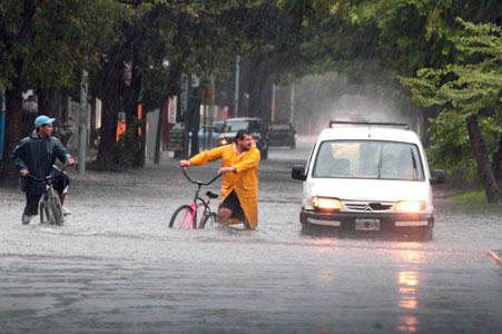 Suman más de 7.000 evacuados en toda la provincia de Santa Fe.