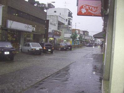 Reparación provisoria de pavimento en la calle Constitución