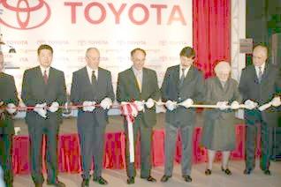 Posse concurrió a la apertura de la concesionaria de la empresa automotriz japonesa Toyota