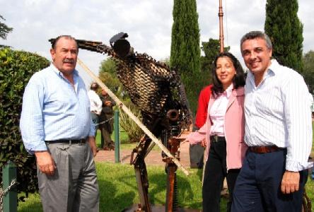 Julio Zamora y Mouillerón inauguraron una escultura en Benavidez