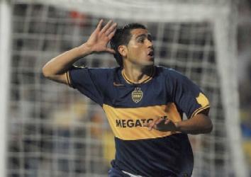 Riquelme festeja el primer gol de Boca