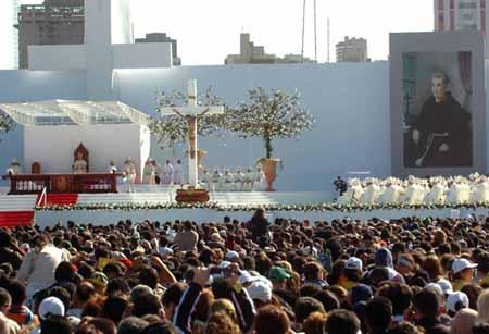 Benedicto XVI canoniza al primer santo brasileño