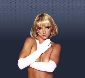Britney Spears agradece en topless las oraciones de sus fans