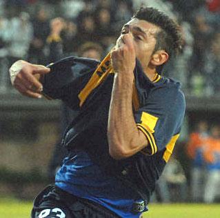 Jesus Datolo festeja el primer gol de Boca que vencio 2 a 1 esta tarde como visitante a Quilmes, por la 15ª fecha del torneo Clausura.