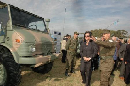 El Ejecito presentó blindados y camiones recuperados y repotenciados en Boulogne