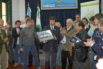 Durante el encuentro con el plantel y directivos del club local, el jefe comunal anticipó  que la actual localidad de Acassuso está próxima a convertirse en la sexta ciudad del Partido