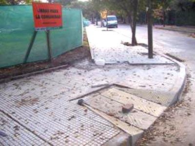 Construyen en San Isidro rampas para discapacitados.