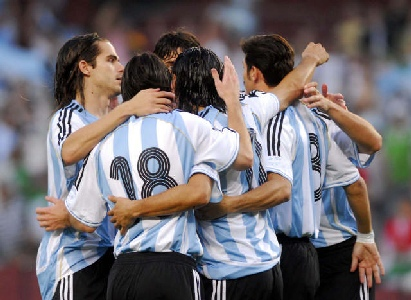 Argentina derrota a Argelia con una actuación desconcertante