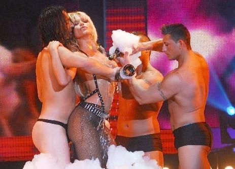 El Comfer notifica a Canal 13, 9 y América por el baile de Nazarena Vélez
