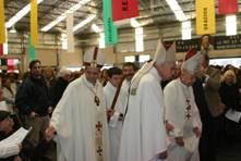 Monseñor Casaretto acompañado por los obispos Emilio Bianchi di Cárcano y  Justo Laguna