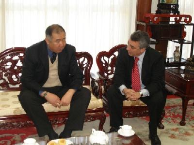 El titular del PAMI Cabecera del Conurbano Norte, Dr. Julio Zamora se reunió con el embajador de la República Popular China, Zhang Tuo