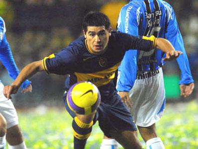 El equipo de Russo venció 3-0 a Gremio, con goles de Palacio, Riquelme, en su último partido en La Bombonera, y Ledesma.