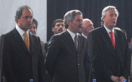 El presidente Néstor Kirchner reivindicó hoy la soberanía argentina sobre las Islas Malvinas al cumplirse 25 años del fin del conflicto bélico con Gran Bretaña.