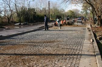 Comenzó la pavimentación de camino de la ribera en el Bajo de San Isidro y Acassuso