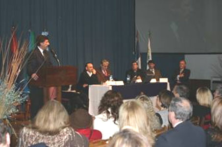 El intendente Posse hablando en la apertura del encuentro en el Colegio Marín