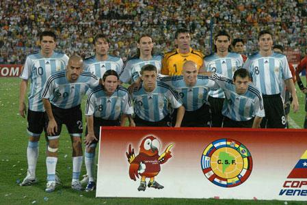Argentina goleó en su debut en la Copa América