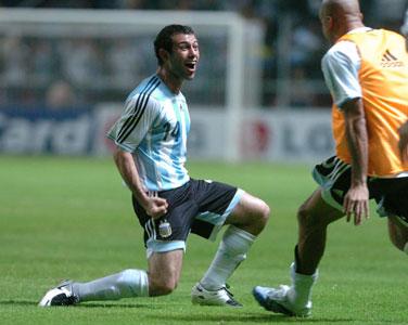 Javier Mascherano festeja su gol