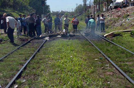 Cartoneros del Mitre amenazan con cortar vías si les sacan el tren blanco