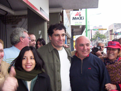 Daniel Gambino junto a Antoni Grandoni y Alejandra Nardi