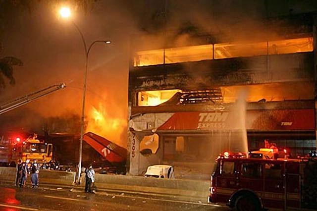 Casi 200 muertos en el mayor desastre aéreo en Brasil