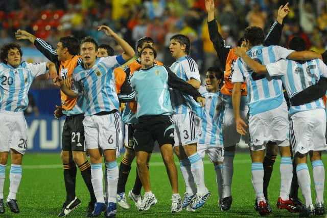 Argentina con fútbol y eficacia, golea y accede a la final