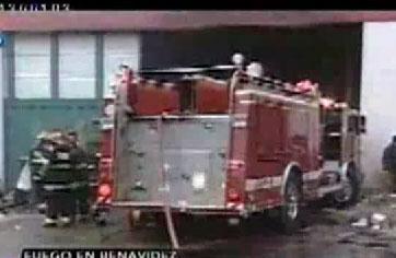 Varios afectados al incendiarse una fabrica de trapos de piso en Tigre
