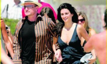 Bono, in fraganti en Francia con Penélope Cruz
