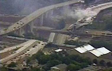 Intensa búsqueda tras colapso de puente en Minneápolis.