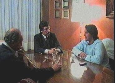 El intendente Gustavo Posse dialogando con Agustín Pichot y el profesor Mario  Scuderi