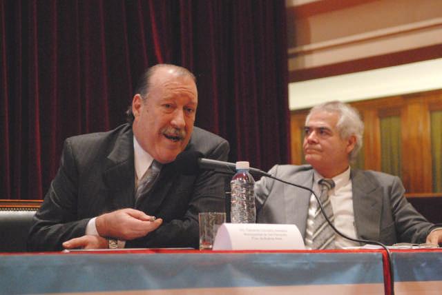 El Intendente de San Fernando Osvaldo Amieiro en el dabate sobre gestión municipal.