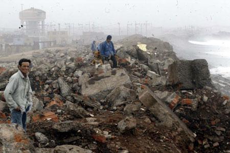 Al menos 500 muertos y 80 mil damnificados por sismo en Perú