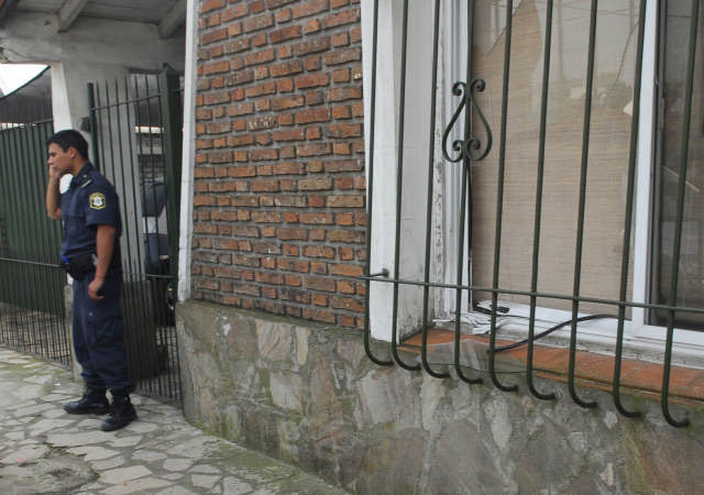 Un artefacto explosivo de baja potencia estalló en el frente de la casa de la ex mujer de uno de los directivos de Nestlé,en la localidad bonaerense de General Pacheco, partido de Tigre