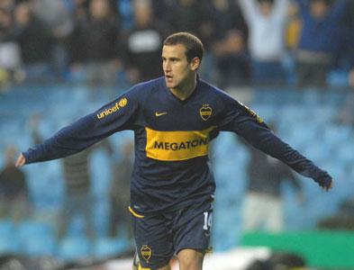 Rodrigo Palacio festeja su gol