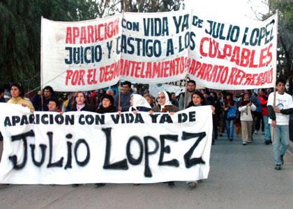 Multitudinaria movilización a Plaza de Mayo por Julio López