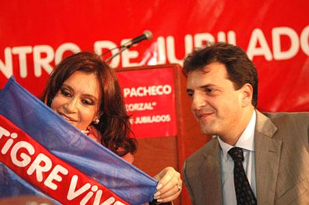Cristina Kirchner y Sergio Maza en el centro de jubilados El Zorzal