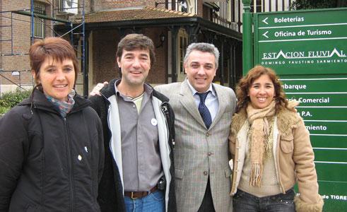 El Dr. Julio Zamora, quien es el primer candidato a concejal del espacio que lidera Sergio Massa, fue el encargado de hacer entrega del subsidio a los directivos para llevar adelante el proyecto