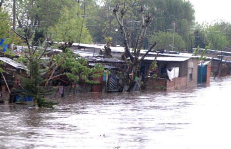 Dos muertos y más de 200 evacuados por la fuerte tormenta