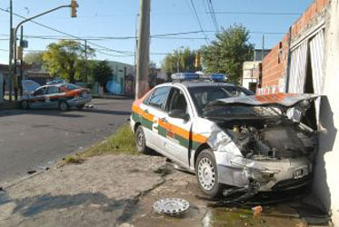 Mueren más policías en choques que en enfrentamientos
