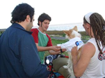 En San Isidro Alvarez, del UNA, quiere que lo voten hasta los perros