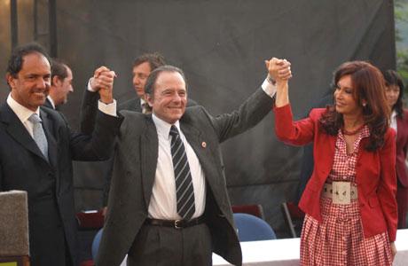 Enrique Garcia elogia a Cristina y a Scioli