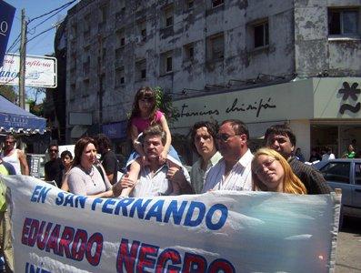 Eduardo Negro Festejó el Día de la Madre con Mariachis