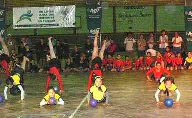 Torneo comunitario de gimnasia artística en el Club BANADE