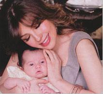 Thalía presentó a su bebé