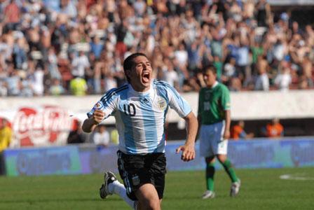 Riquelem festeja su gol ante Bolivia