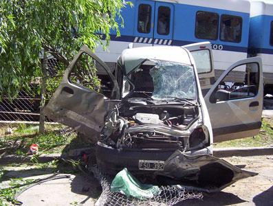 Un tren arrolló una camioneta en Tigre